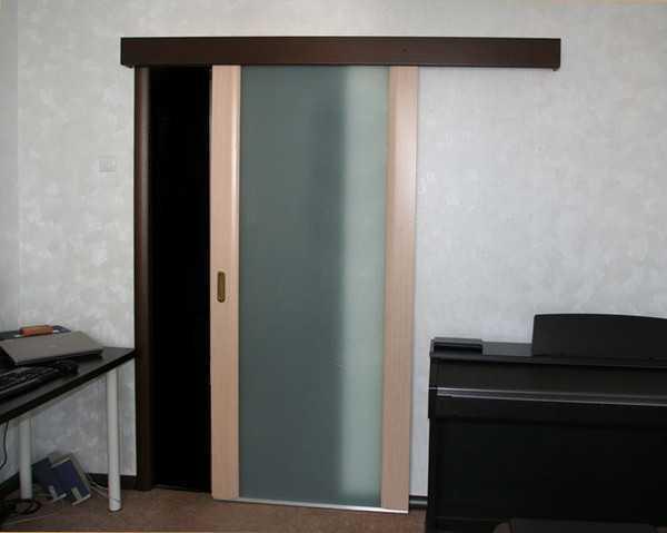Жалюзийные деревянные двери: устройство и монтаж конструкций