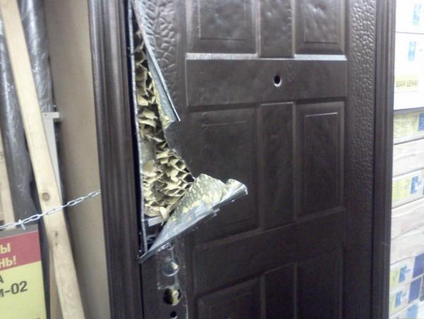 Замена замка на входной металлической двери в петергофе