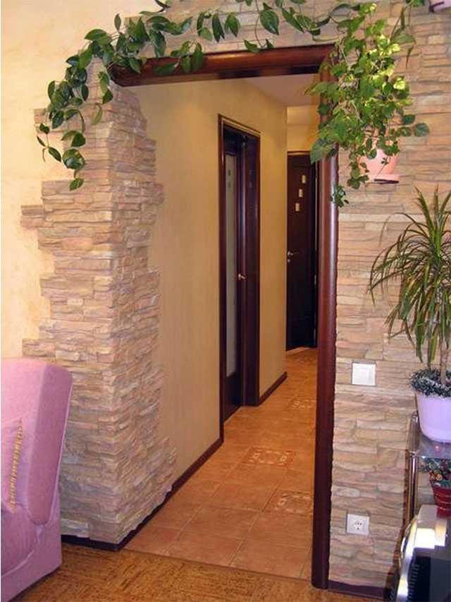 Чтобы входная дверь радовала глаз и защищала жилище – чем и как ее можно обшить?
