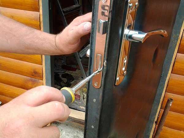Замена замка на входной металлической двери в санкт-петербурге