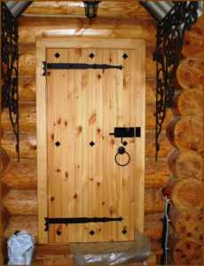Двери под старину : старинные модели из дерева, деревянные межкомнатные двери из массива сосны, как состарить своими руками
