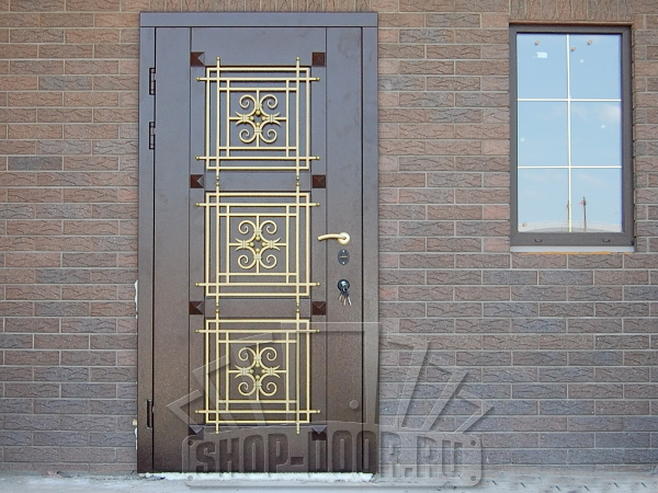Нестандартное решение: особенности двухстворчатых входных дверей