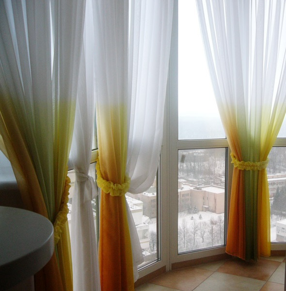 Шторы на окна балкона: варианты оформления и советы по выбору