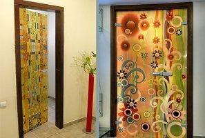 Инструкция, как обклеить дверь самоклеящейся пленкой, основные этапы