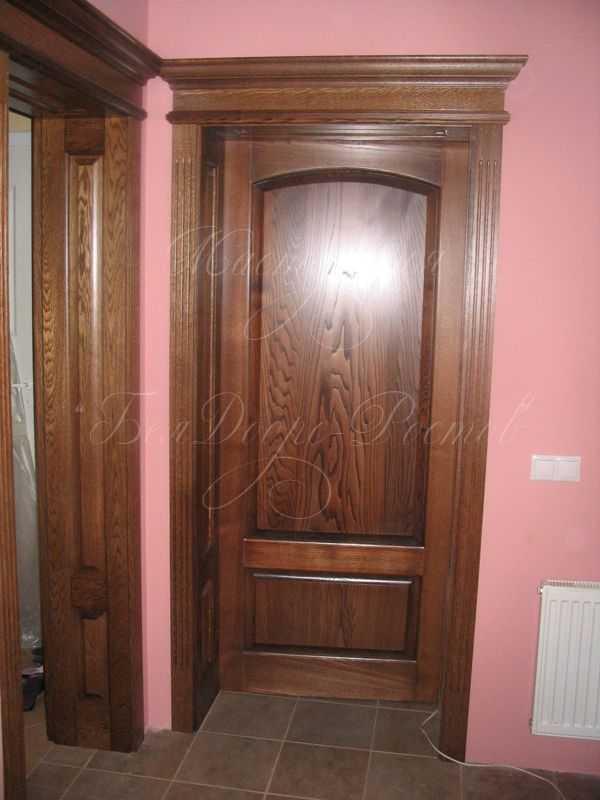 Двери из массива ясеня межкомнатные и входные, фото в интерьере
