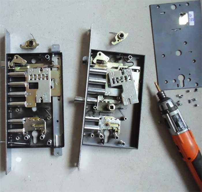 Замена замка на входной металлической двери в жуковском