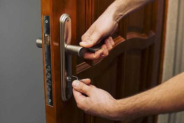 Замена замка в металлической двери