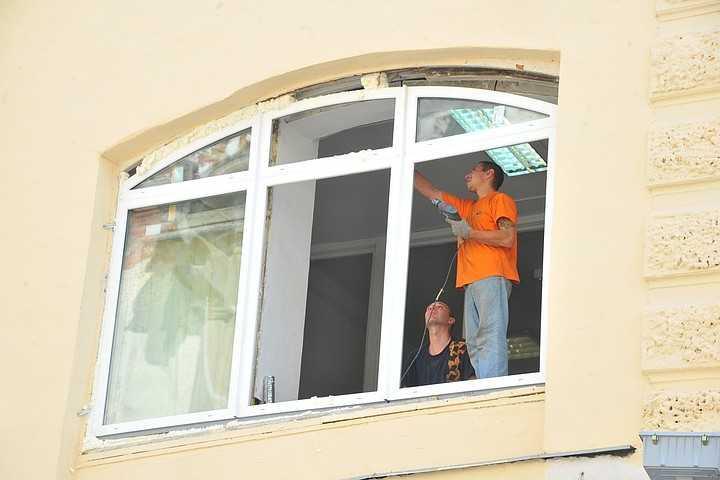 Как отремонтировать балконную дверь – методы устранения типичных проблем