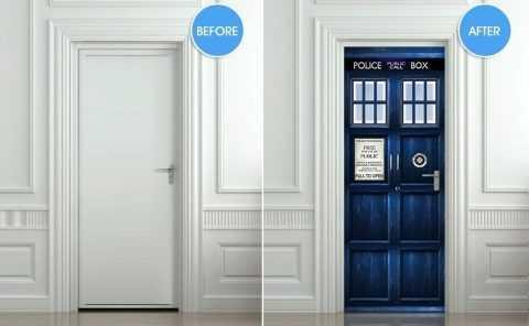 Украшение наклейками входной двери