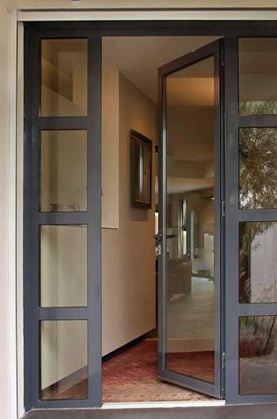 Преимущества использования алюминиевых входных дверей
