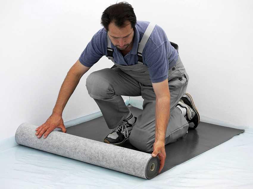 Как выровнять пол под линолеум и чем лучше выполнить выравнивание стяжки на деревянной и бетонной поверхности, можно ли сделать без смеси из фанеры своими руками?