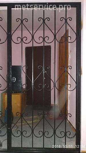 Использование наружных и внутренних рольставней на дверях