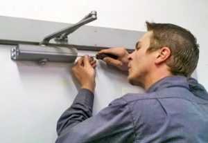 Установка доводчика на дверь – как правильно сделать