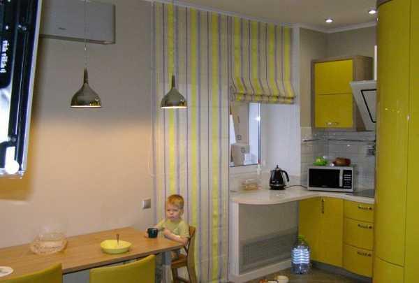 Шторы на кухню с балконной дверью – варианты современного оформления