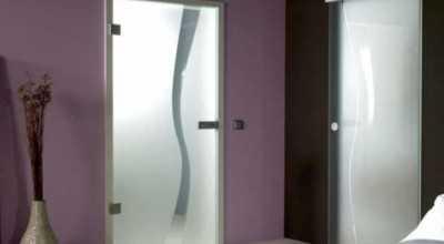 Выбор, изготовление и монтаж деревянной двери в баню