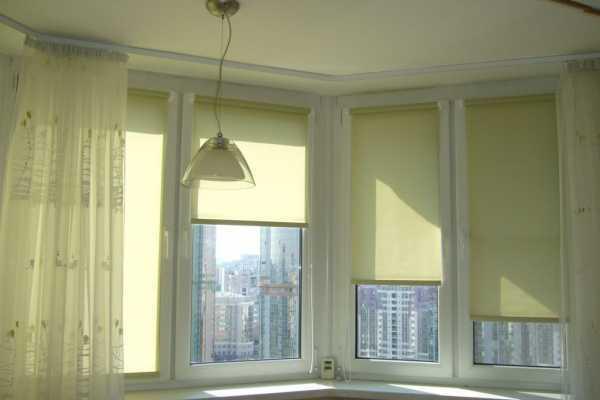 Подбор штор в зал с балконной дверью