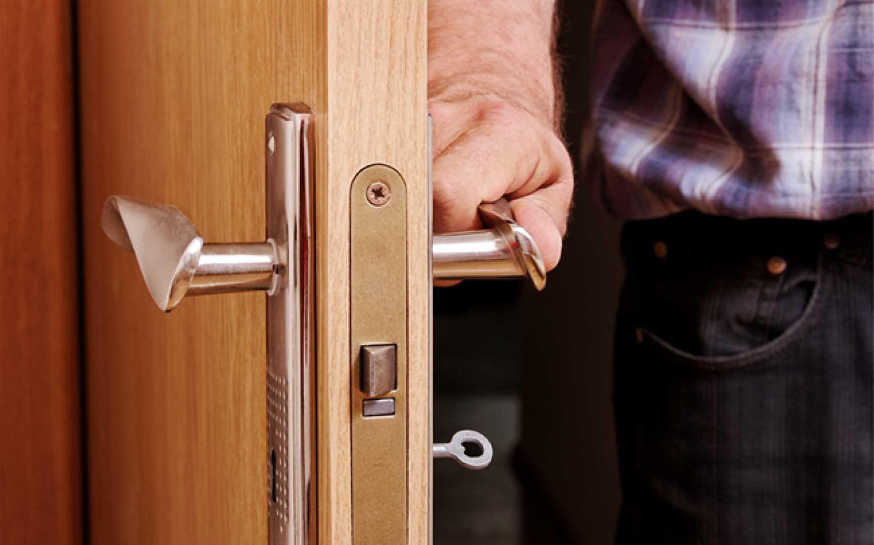 Как можно открыть без ключа замок входной двери