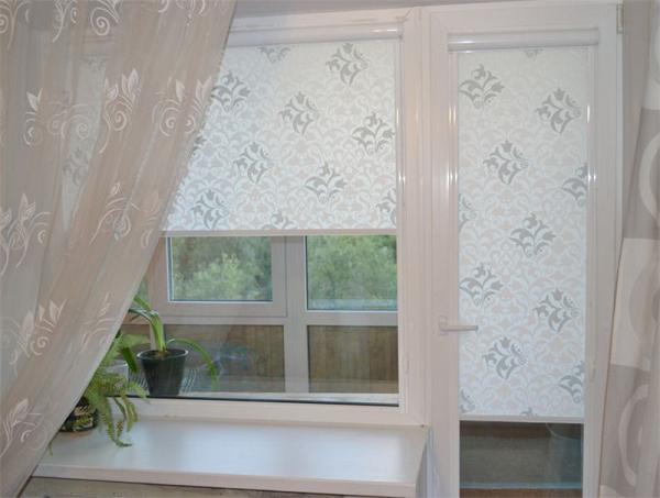 Как красиво повесить тюль на балконе и в комнате с балконной дверью