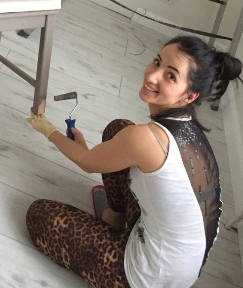 Краска по дереву для внутренних работ без запаха – особенности выбора и применения