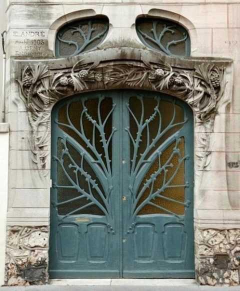 Дверь под старину, как элемент декорирования помещения