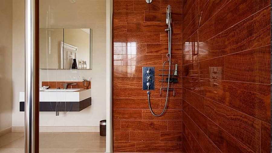Дизайн ванной под дерево: 75 вариантов интерьера на фото