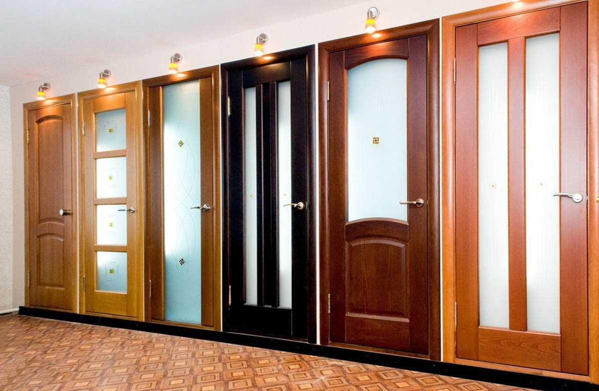 Рекомендации: какие межкомнатные двери дешевле и лучше выбрать для квартиры