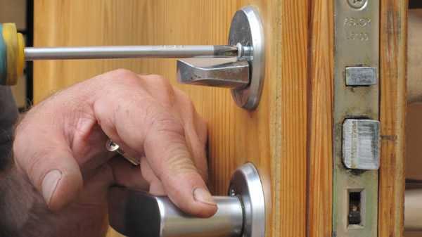 Как можно открыть дверь дома без ключа