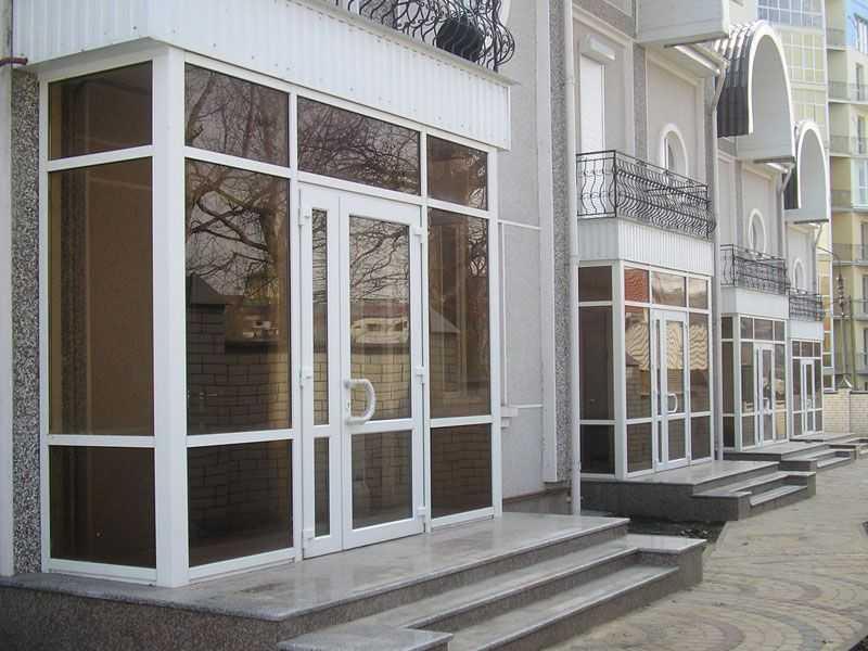 Входные двери из дерева, алюминия, пластика и стеклокомпозита