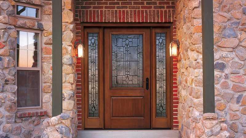 Входные деревянные двери для частного дома