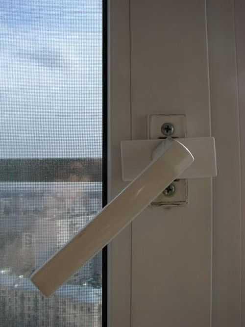 Регулировка пластиковой двери балкона – инструкция