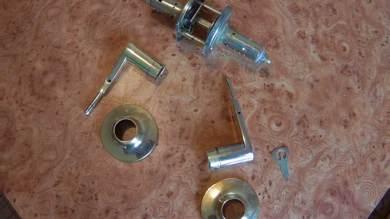 Как произвести своими руками ремонт защелки межкомнатной двери? основные нюансы