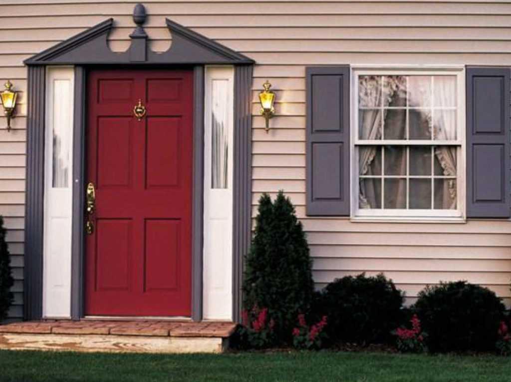 Пластиковые входные двери: особенности выбора и монтажа
