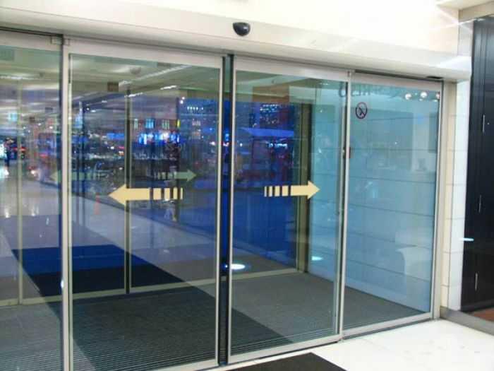 Разновидности, особенности и характеристики дверей на роликах