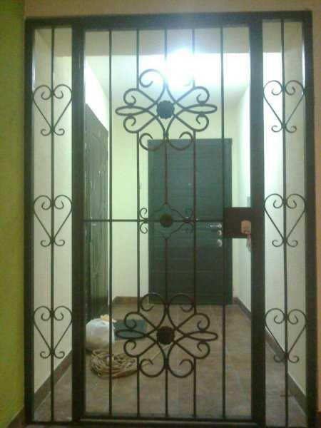 Предназначение тамбурных решетчатых дверей