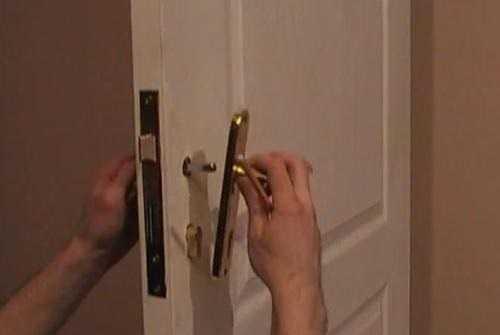 Ремонт дверной ручки металлической двери: пошаговая инструкция